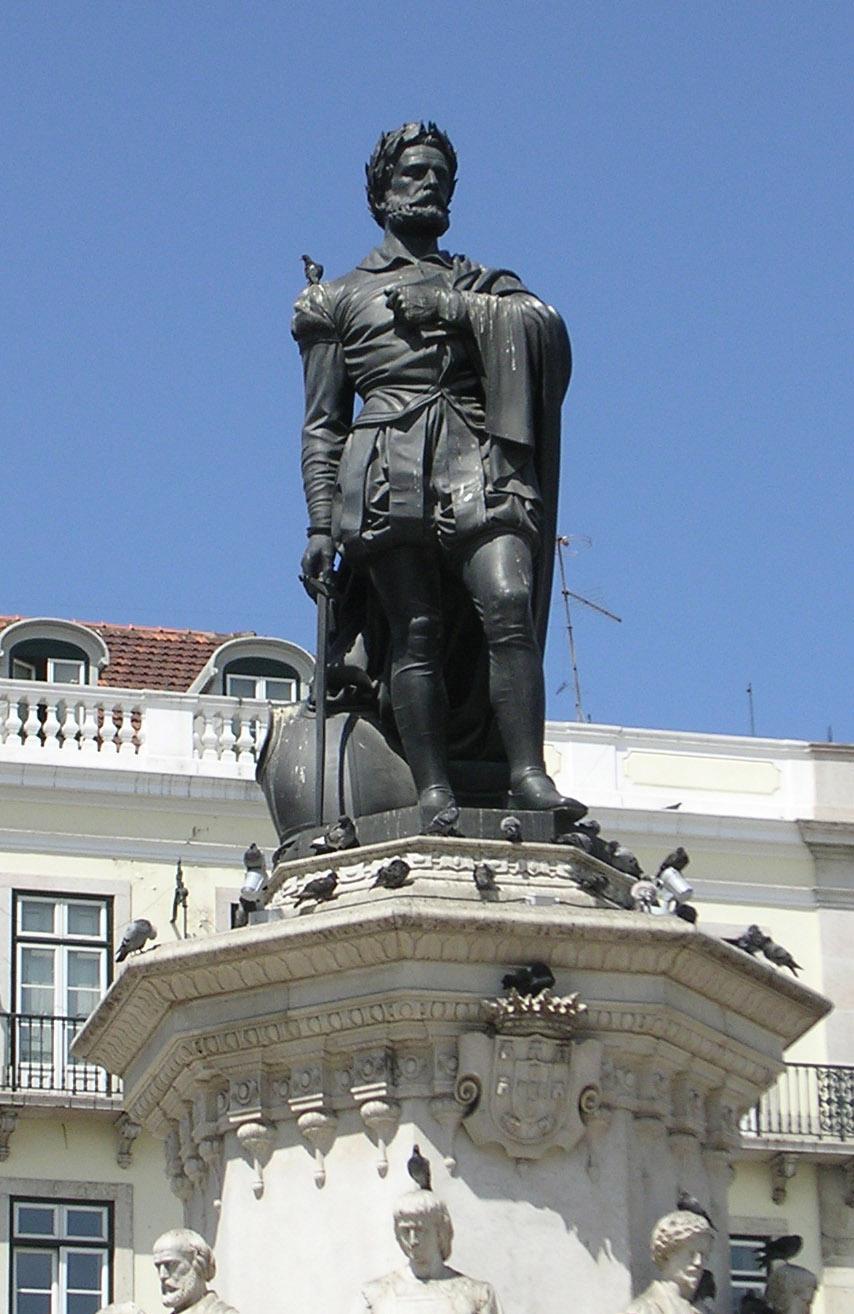 Estátua de Camões no Largo Camões