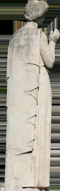 Estátua de mulher com máscara sorridente, personificação da Comédia.